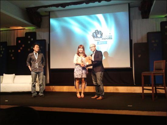 Pemberian hadiah di Nuffnang Blogopolis 2012