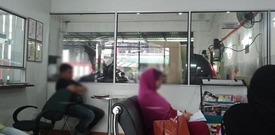 Ruang menunggu pusat servis kereta Perodua Bangi