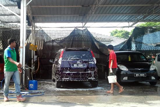 Cuci kereta Alza