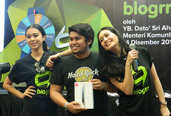 Pemenang cabutan bertuah iPad Mini di event Blogrrr