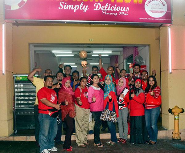 Blogger bersama Serina Redzuawan di Restoran Char Koay Teow Simply Delicious