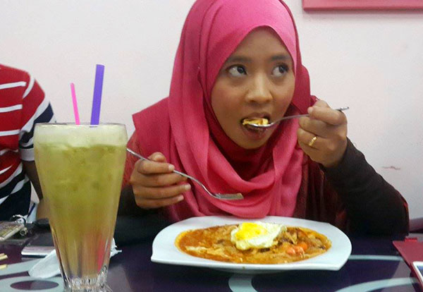 Deqnoor makan Char Koay Teow Simply Delicious