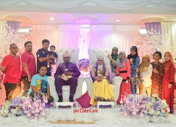 Rakan blogger bergambar bersama pengantin baru Yana Yassin