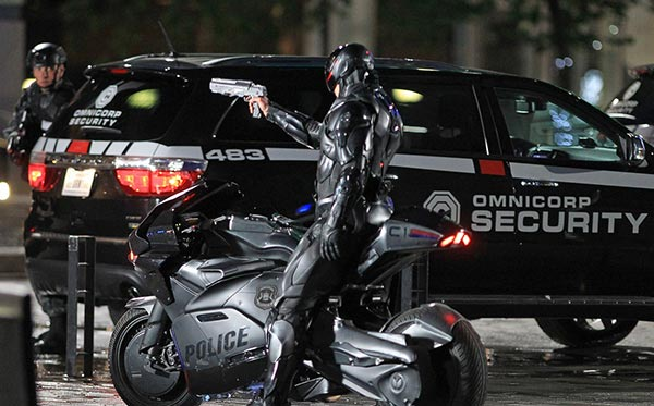 RoboCop menyerang bangunan OmniCorp