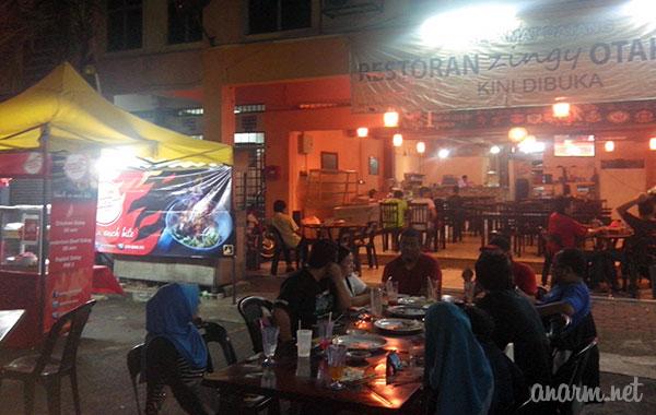 Food blogger makan Satay Menara