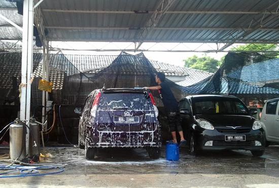 Cuci kereta Perodua Alza
