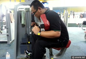 besi berat pusat gym
