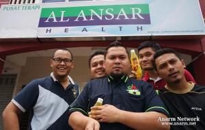 Team Denaihati depan Pusat Terapi Al Ansar Health