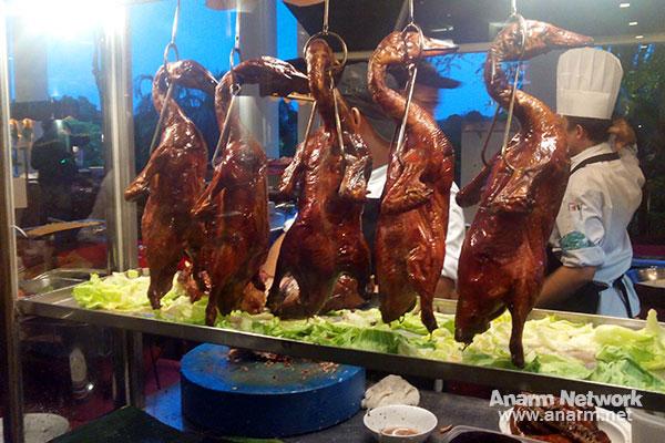 Menu itik panggang buffet Ramadhan Santapan 29 Malam