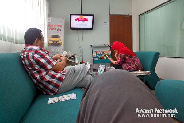 Ruang menunggu di Frontline Motor pusat servis Perodua Bangi