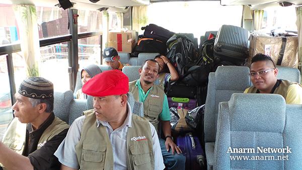 Dalam bas semasa Misi Kembara Qurban di Kemboja 2013 bersama eQurban