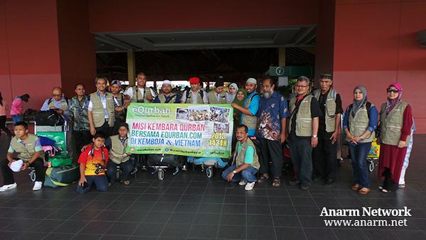 Bersama team eQurban dalam Misi Kembara Qurban di Kemboja 2013