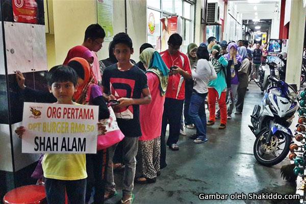 Pelanggan Burger Bakar Abang Burn Seksyen 7 Shah Alam