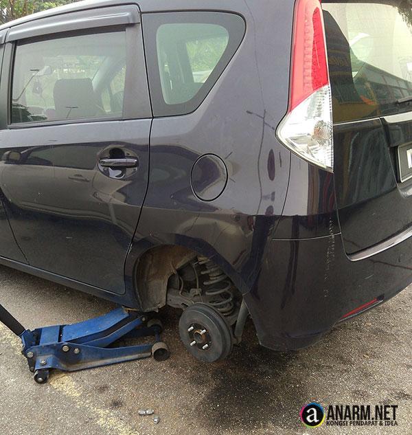 Tukar tayar kereta Perodua Alza