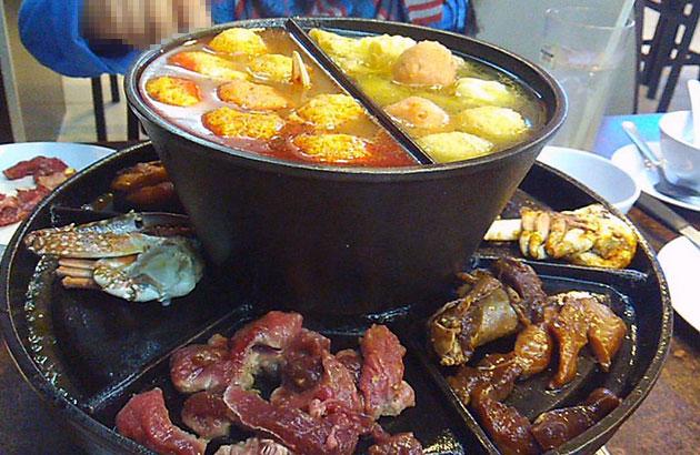 Sambut ulang tahun perkahwinan makan buffet steamboat