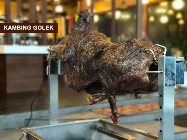 Kambing golek di Makette Steamboat & Grill