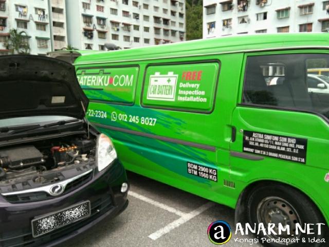Runner Bateriku.com datang dengan van hijau