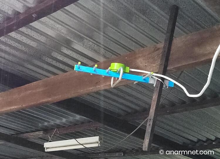 Antena digital UHF siap dipasang